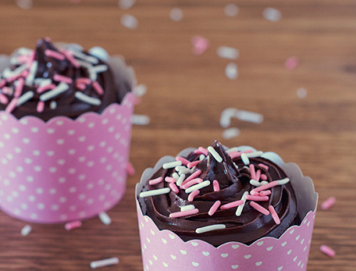 2-minute-chocolate-cupcakes-for-two