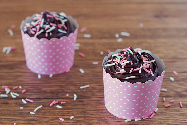 Jul 19,  · Whether youre short on time or short on patience, learn how to make cupcakes in the microwave by following the simple steps.