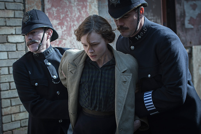 Carey-Mulligan-as-Maud-Watts-struggle-against-police