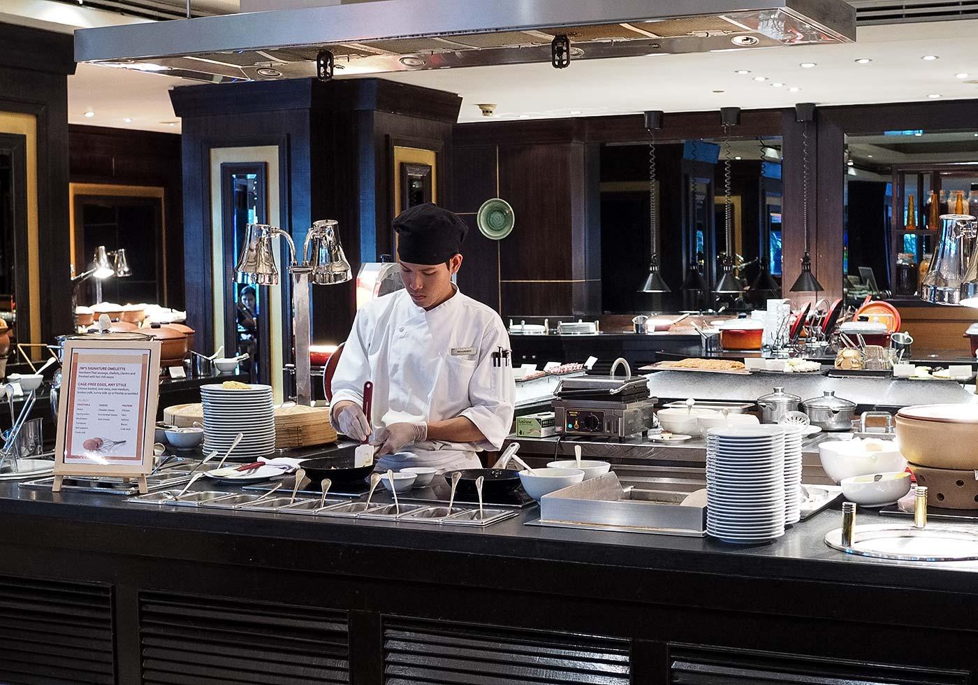 jw_marriott-bangkok-breakfast-omlette