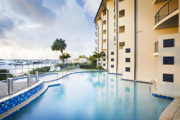 Mantra-Hervey-Bay-Exterior-Swimming-Pool.t25188