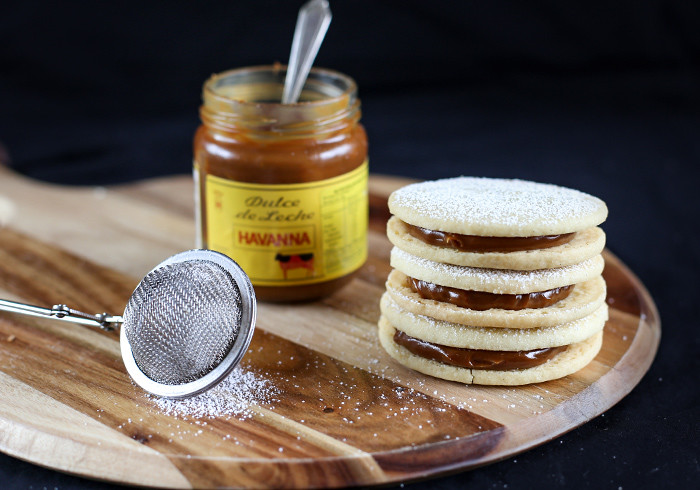 alfajores-dulce-de-leche-cookie-sandwiches6