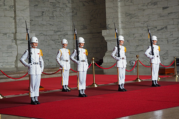 chiang-kai-shek-changing-guards