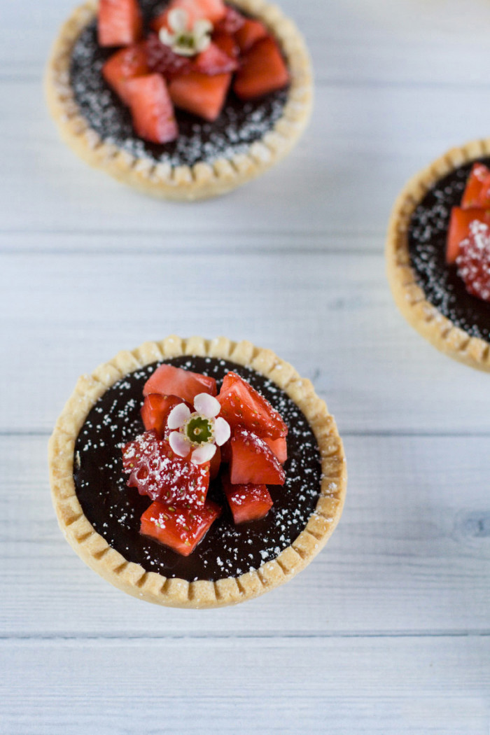 dark-chocolate-strawberry-ganache-tarts3