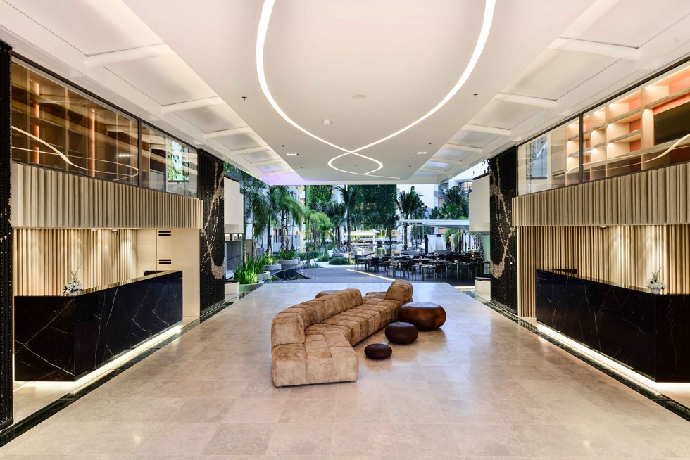 dream-hotel-entrance