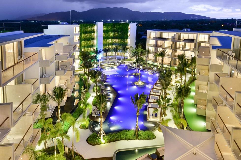 dream-hotel-phuket-pool-night
