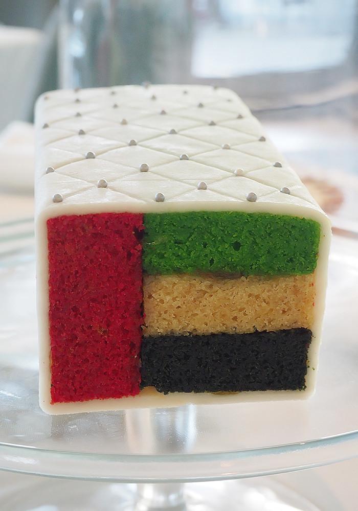 dubai-flag-cake