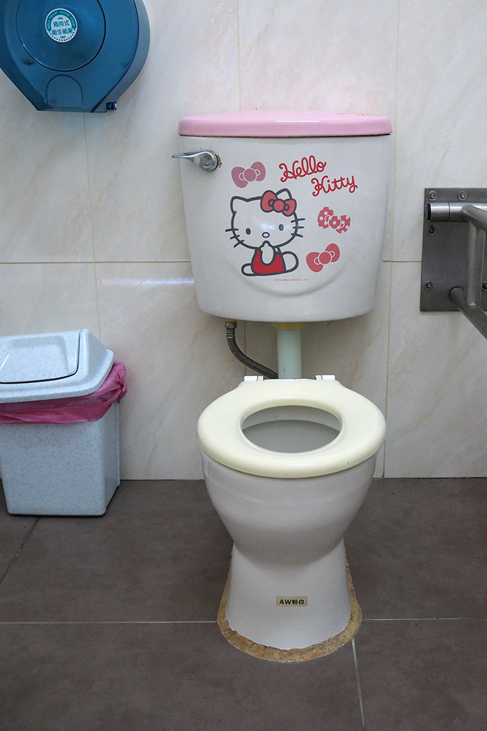 hello-kitty-toilet
