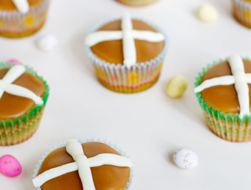hot-cross-bun-cupcakes-final