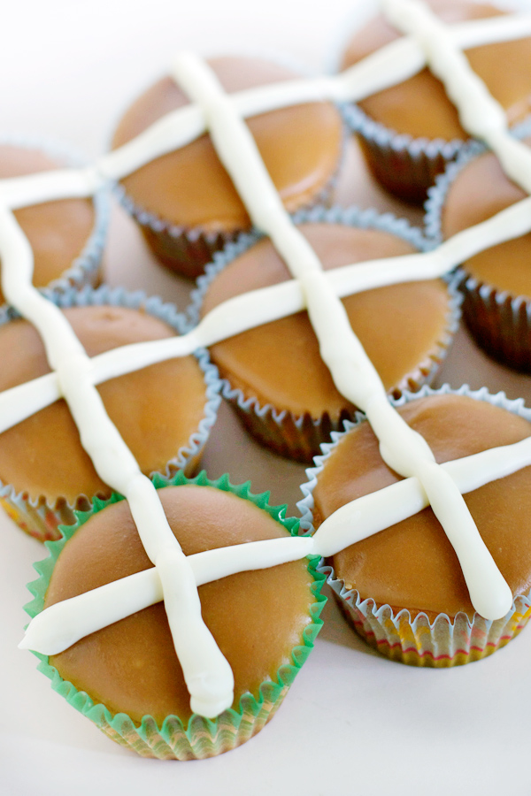 hot-cross-bun-cupcakes