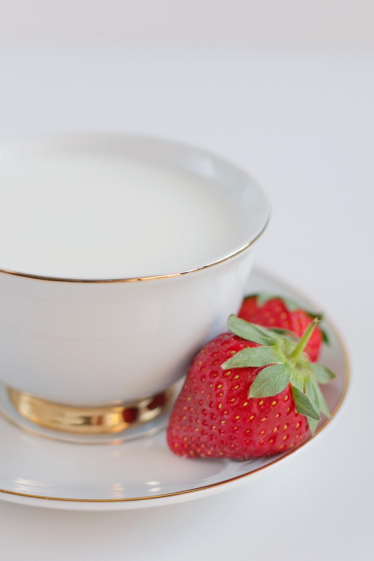 jarrah-strawberry-white-hot-choc2