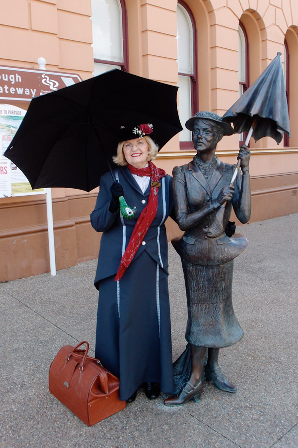 mary-poppins-statue