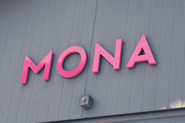 mona-sign