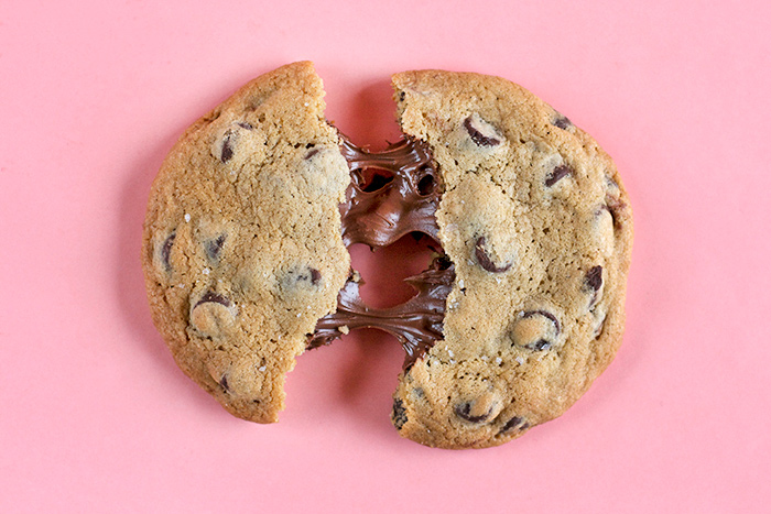nutella-stuffed-choc-chip-cookies4