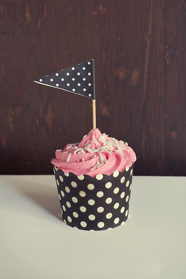 raspberry-coconut-cupcakes2