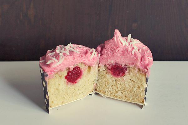 raspberry-coconut-cupcakes3