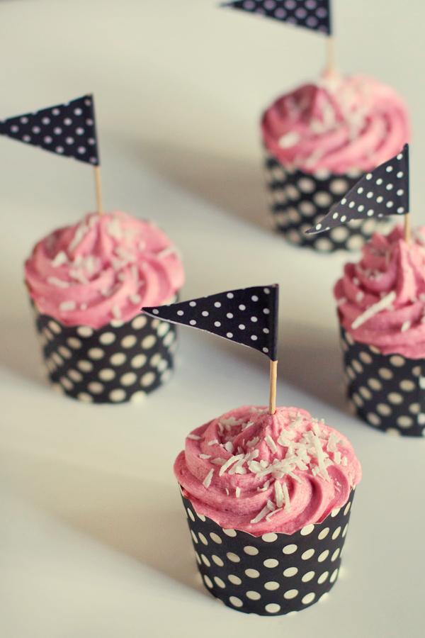 raspberry-coconut-cupcakes4