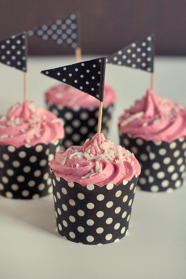 raspberry-coconut-cupcakes5