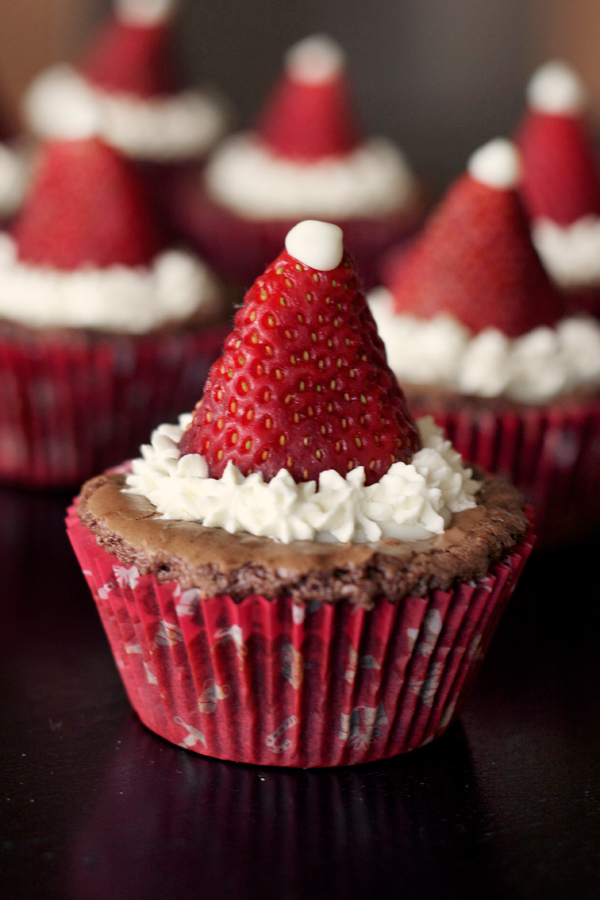 santa-hat-brownies2