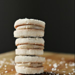 Sesame seed biscuits with dulce de leche