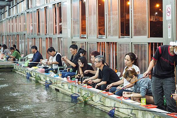 shrimp-fishing-people