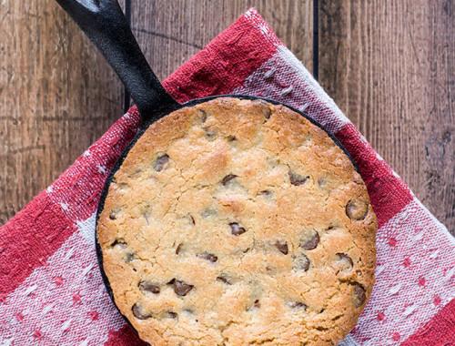 single-serve-choc-chip-skillet-cookie