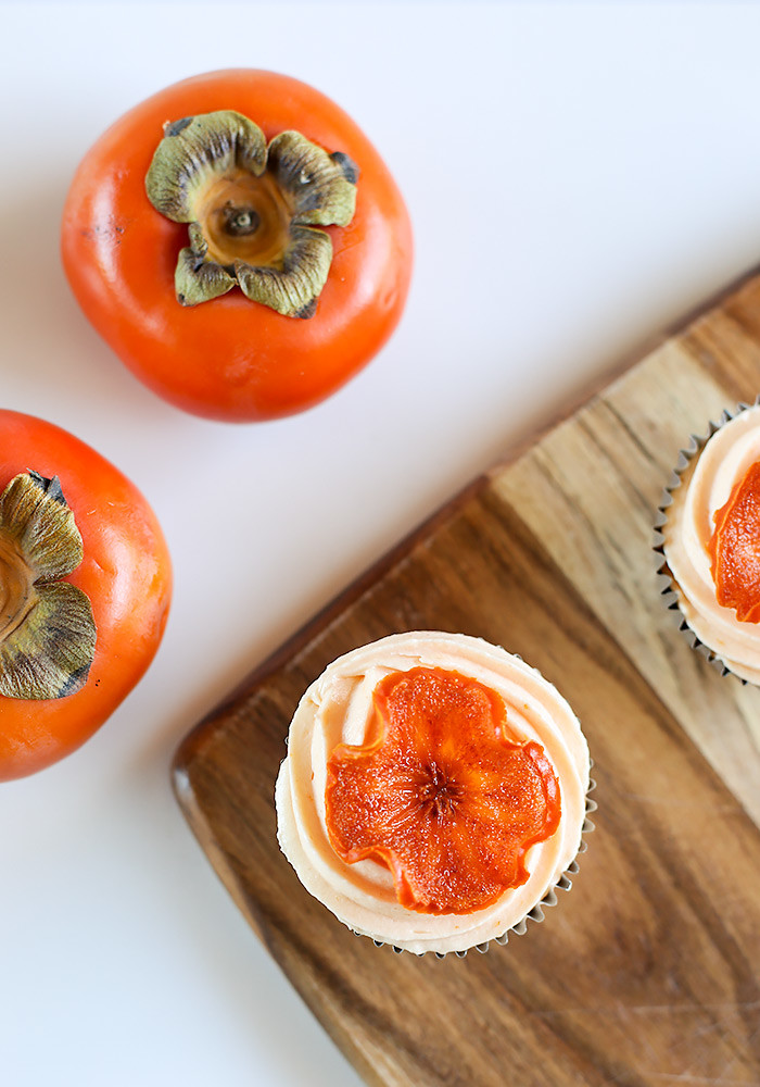 spiced-persimmon-cupcakes-cream-cheese-frosting12