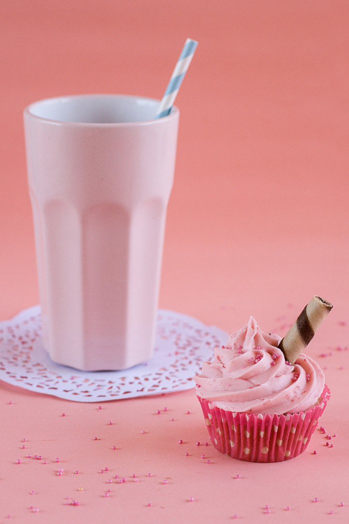strawberry-milkshake-cupcakes4