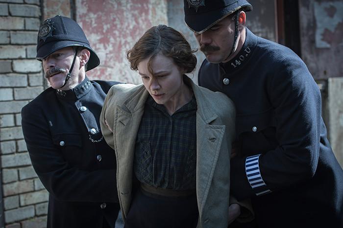 Carey-Mulligan-as-Maud-Watts-struggle-against-police