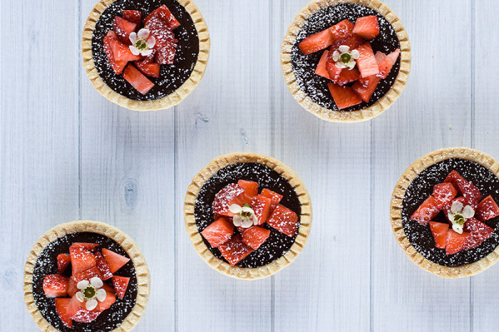 dark-chocolate-strawberry-ganache-tarts2