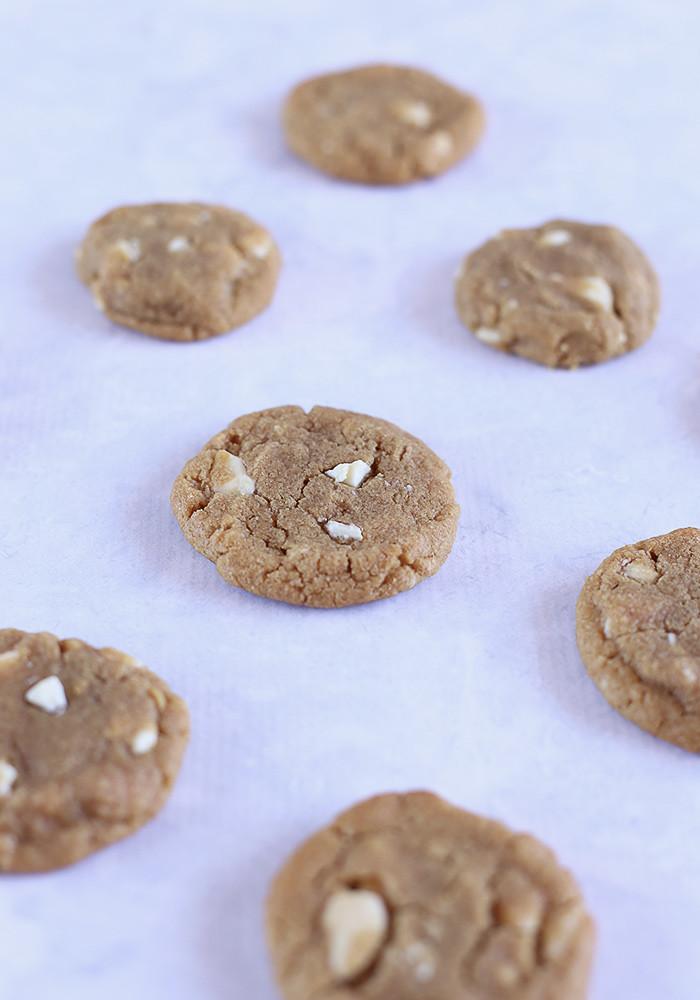 gluten-free-peanut-butter-white-choc-chip-cookies3