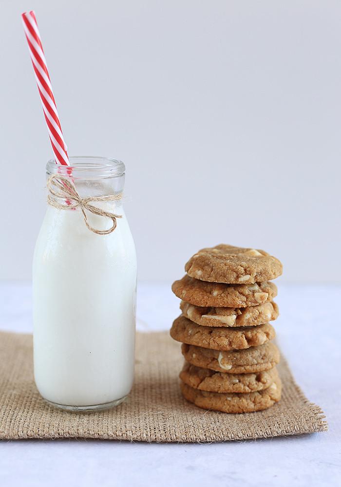 gluten-free-peanut-butter-white-choc-chip-cookies4
