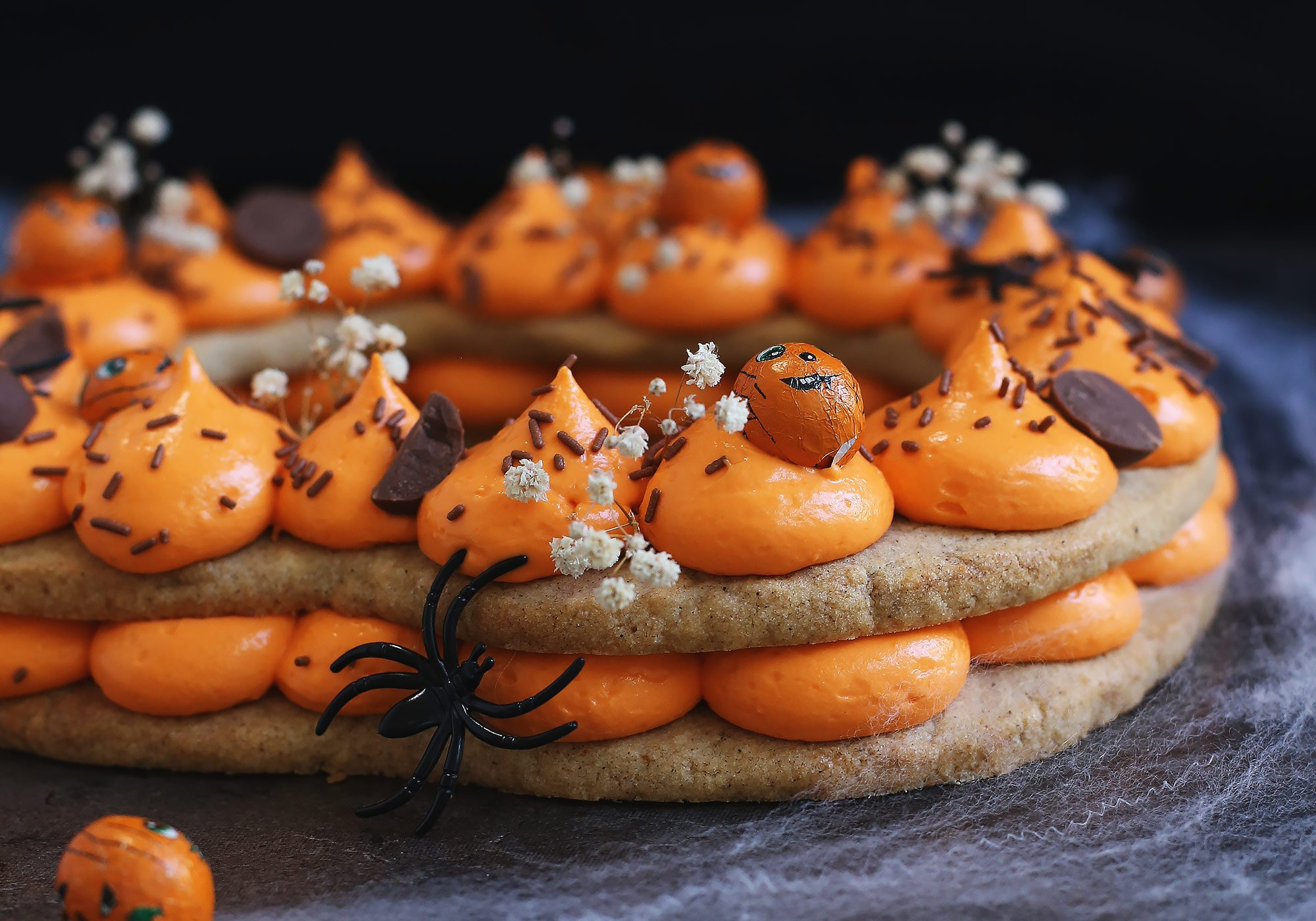 Example of a Halloween version of the cream tart