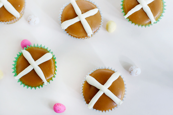 hot-cross-bun-cupcakes2