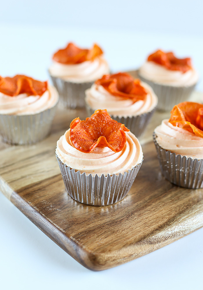 spiced-persimmon-cupcakes-cream-cheese-frosting3